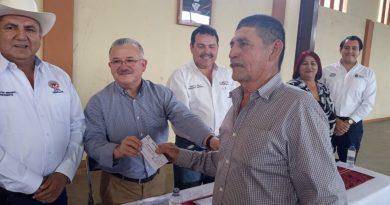 Apoya gobierno estatal a más de 300 cacahuateros afectados por condiciones climáticas adversas