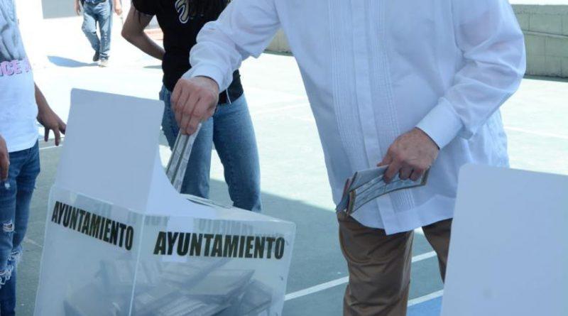 Salir a votar es la mejor estrategia para demostrar que se quiere un Sinaloa en paz: Rector